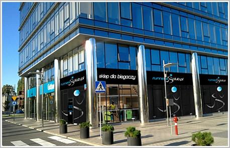 abcaca741eb216 Mamy przyjemność poinformować, o otwarciu naszego nowego sklepu  stacjonarnego dla biegaczy. Do salonów w Szczecinie, Poznaniu i Wrocławiu,  dołącza kolejny, ...